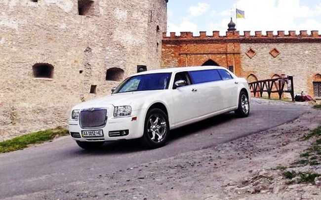 Аренда Лимузин Chrysler 300C на свадьбу Киев