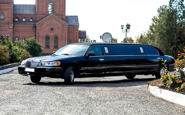 Аренда Lincoln Town Car на свадьбу Киев