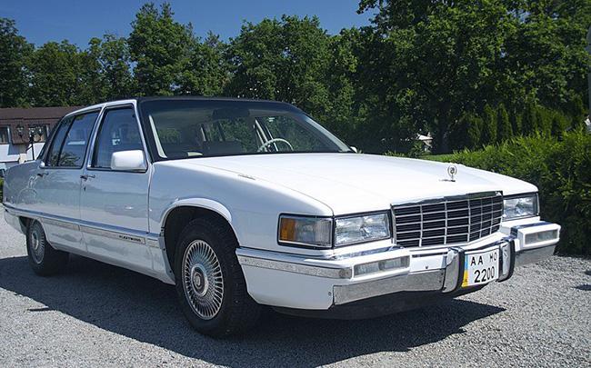 Аренда Cadillac Fleetwood 1992 на свадьбу Киев